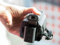 体积缩小3/4!索尼手持4K摄像机AX100希捷仔细看