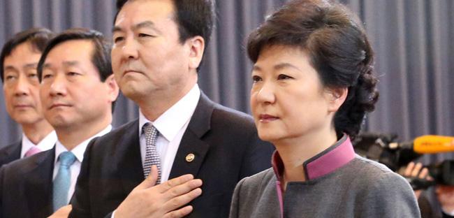韩国万名民众举行反政府示威 要求朴槿惠下台