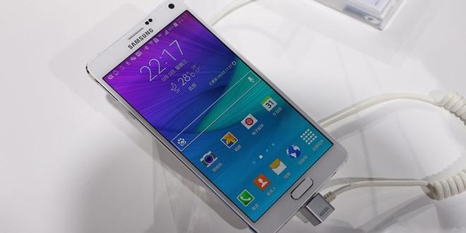 三星Galaxy Note 4发布会现场真机上手图赏