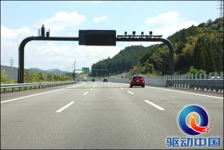 说明: 日本研发新型红绿灯系统, 对超速车辆启动红灯.jpeg