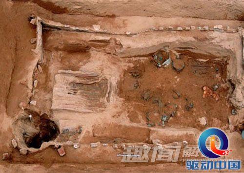古墓探秘:周幽王陵墓中百名妃子生殉