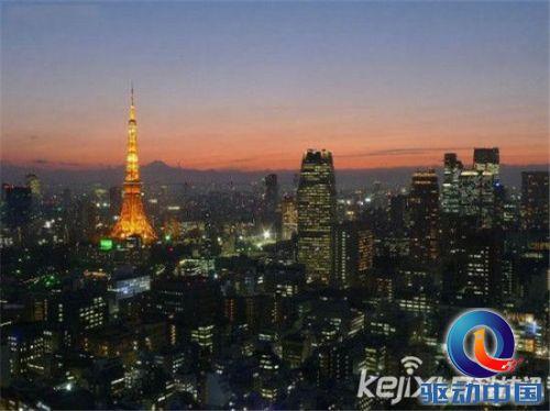 每年圣诞节,东京塔会亮起彩灯