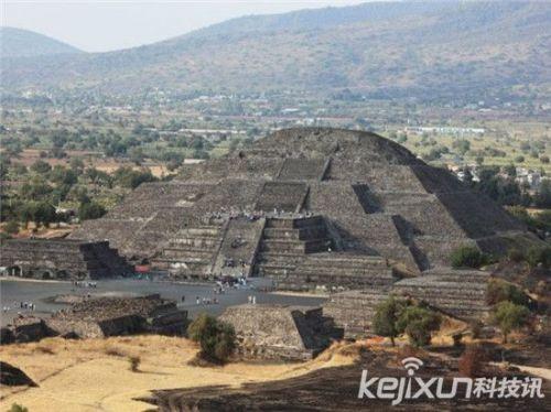 世界千古金字塔未解之谜:法老王陵墓