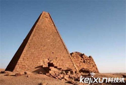 全球九大罕见金字塔 形态各异来历让人惊呼(2)