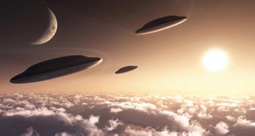 """件故障而爆炸的太空船"""".他还说:""""太空船上极有可能还存在着   外"""