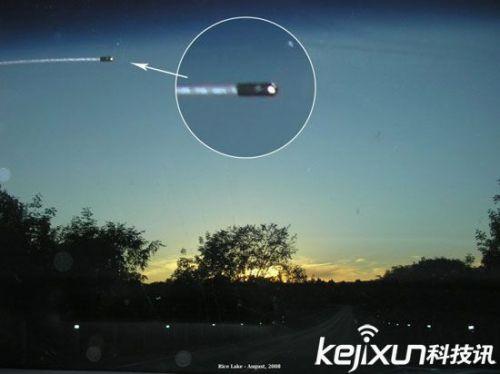 2016年加拿大拍到ufo从时空隧道来到地球