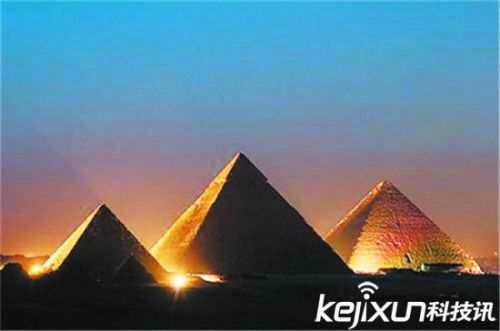海底惊现神秘金字塔 考古学家揭开百慕大三角谜团