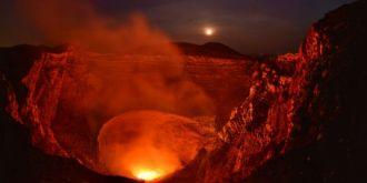 德摄影师追逐火山美景 犹如科幻大片