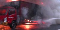 快递货车高速起火 网友:你的快递正在燃烧……