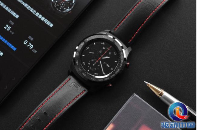 再次牵手保时捷 华为智能手表再上新高度