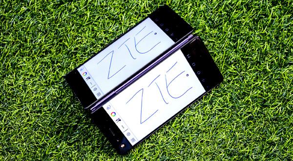 开创折叠智能手机新品类 中兴天机Axon M国内上市