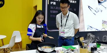 圆你大厨梦!驱动中国记者现场体验启厨智能热敏炉