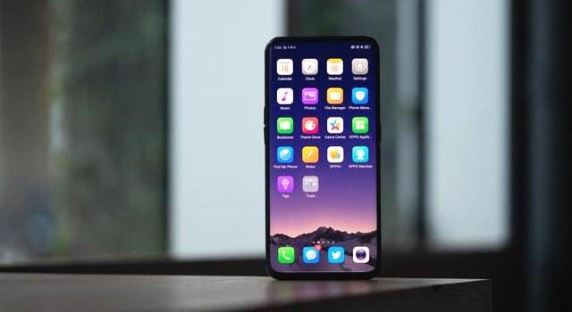 Q:OPPO Find X有屏下指纹吗? A:没有。 以vivo X21屏幕指纹版、vivo NEX、小米8透明探索版、华为Mate S为代表的屏下指纹旗舰机备受关注。不过,OPPO Find X并没有搭载屏下指纹黑科技功能,而是和iPhone X一样,取消了传感器,用3D人脸识别技术来替代。 OPPO Find X 采用 O-Face 3D 结构光技术,通过向人脸投射 15,000 个光点,建立毫米级精度的 3D 深度图,并快速与主人信息进行比对,实现了免接触、更安全的解锁。不仅解锁快,OPPO 更与
