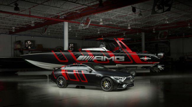 梅赛德斯-AMG和Cigarette Racing合作推出碳纤维快艇