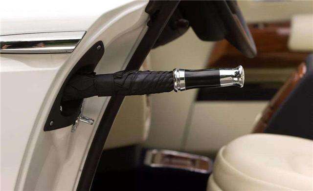 汽车厂商模仿成风,为何不学劳斯莱斯在车门内放置雨伞