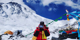 荣耀30系列携中国登山队登顶世界之巅,用技术巅峰连接世界高峰