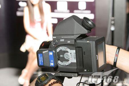 整部相机更由集成电路控制,以取得更快,更准的反应.