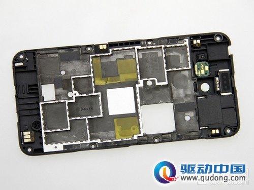 小米手机2的主板相当大