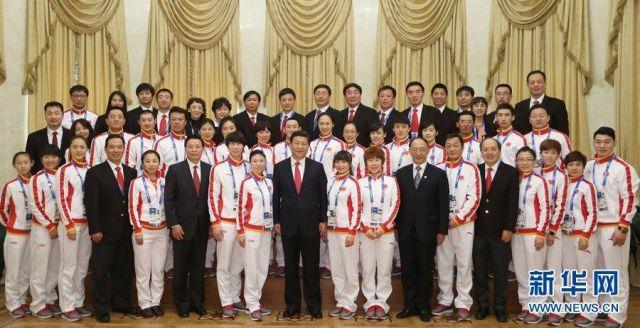 习近平同代表团成员集体合影。
