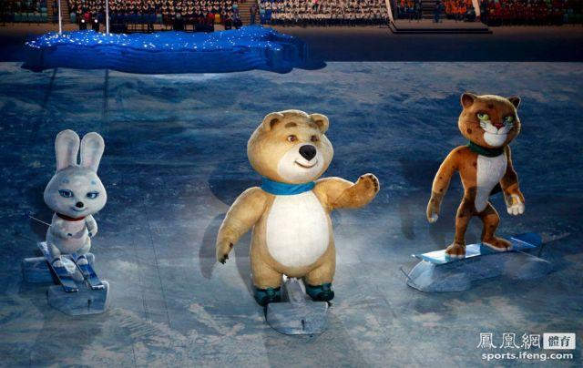 三个吉祥物小白兔、北极熊和雪豹亮相。