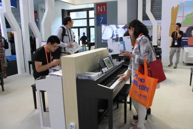 The One:世界首台智能钢琴 学娱一体无需陪练