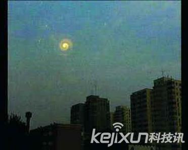 中国多地发现外星人UFO 飞碟夜闯安徽白塔寺图片