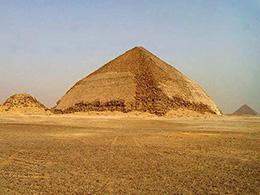 曲折金字塔