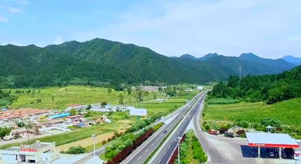 航拍 天水高速公路百花服务区周边美景