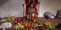 """尼泊尔""""活女神""""的生活:退位没人敢娶 一生凄凉"""