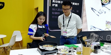 "CES Asia 2018: 现场体验akitchen智能烹饪""秒变大厨""成为可能"