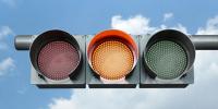 福特利用车间交互技术 不用停车就能穿过路口 交通信号灯或将成为过去式