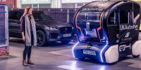 捷豹路虎研发自动驾驶车辆路面投影技术 用于建立与行人的沟通方式