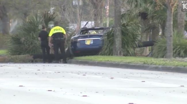 Model S发生碰撞后车主遇难 车辆安全成疑