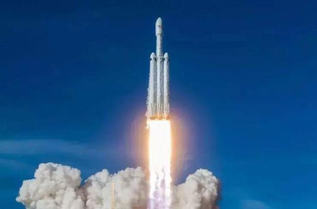 猎鹰重型火箭商业首飞圆满成功,三枚一级火箭实现回收