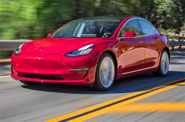 特斯拉终于开始交付3.5万美元Model 3