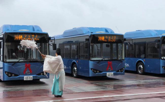 06 冲绳那霸港口投放的比亚迪纯电动巴士车队