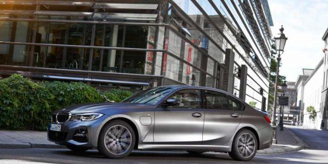 向排放妥协的产物  宝马发布3系插电式混动版官图  -阿里汽车