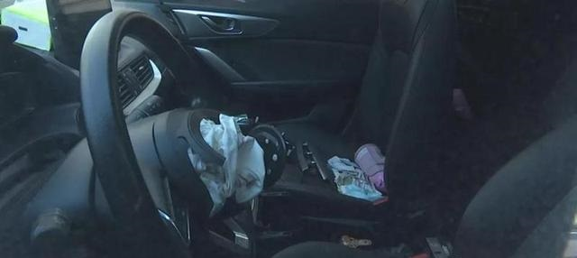 马自达CX-4暴雨积水熄火 安全气囊爆炸打掉驾驶员门牙