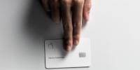 苹果公司:不要将实体Apple Card放在皮夹里,或被永久染色
