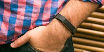Fitbit卖身命运多舛,这次轮到了日本政府出手