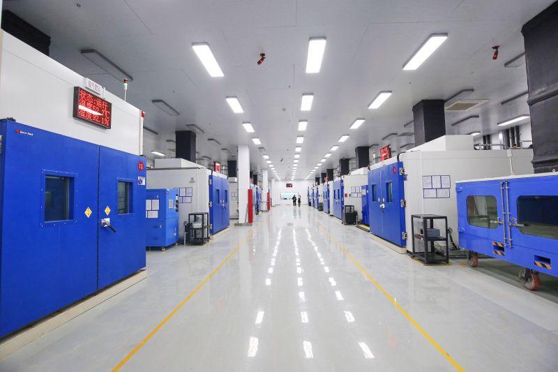 电池包性能测试步入式环境舱进行电池包性能与耐久测试1