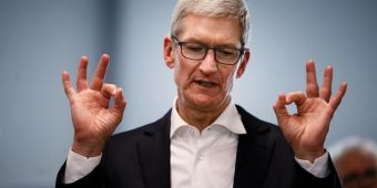 苹果因不附赠充电头被罚200万美元:手机厂商该不该追随?