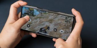 Redmi K40游戏增强版肩键中框保护壳 设计精致手感不减
